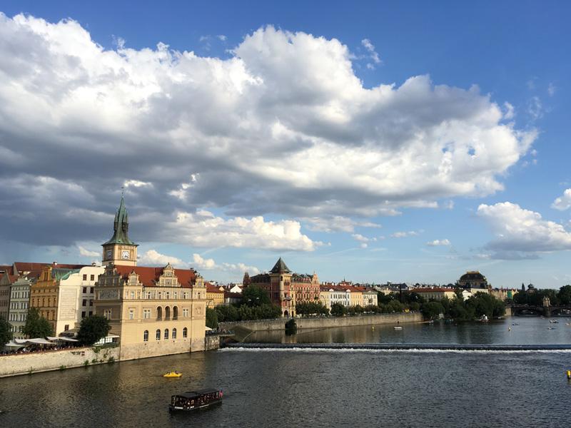praha_foto_pohled_z_karlova_mostu__
