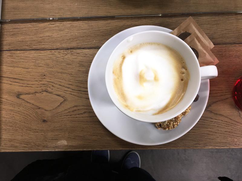 kadernicky_salon_oui_praha_kafe